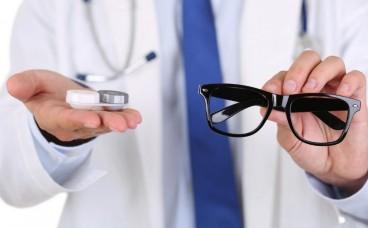 Що обрати: контактні лінзи чи окуляри?